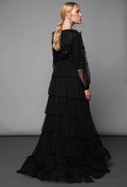 שמלה צנועה לאירוע ברבור שחור